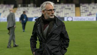 Jesús Martínez reconoce el campo del Hazza Bin Zayed Stadium
