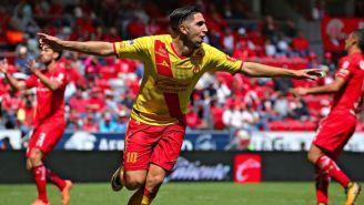 Diego Valdés festeja un gol con Monarcas en el juego contra Toluca
