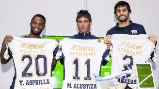 Refuerzos de Pumas posan con la camiseta auriazul