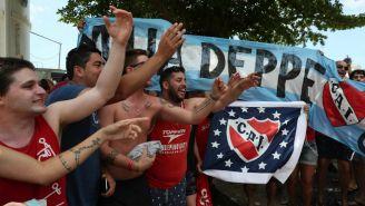 Afición del Independiente alienta a su equipo