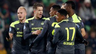 Jugadores del PSV festejan gol contra Groningen