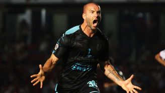 Tito Villa festeja un gol frente a Veracruz