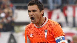 Toselli festeja un gol con U Católica