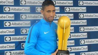 Urretaviscaya posa con su trofeo de mejor jugador del partido