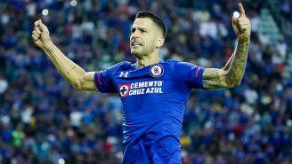 Méndez celebra un gol con Cruz Azul