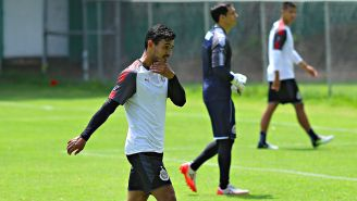 Alanís, durante un entrenamiento con Chivas