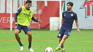 Alanís y Pizarro, durante un entrenamiento con Chivas
