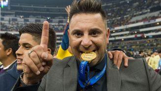 Antonio Mohamed muerde la medalla de Campeón con América