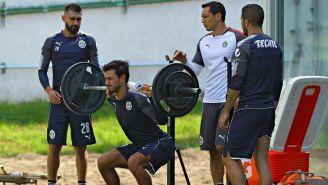 Oswaldo Alanís, durante un entrenamiento con Chivas