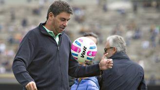Elías Ayub domina el balón en su regreso a Pumas