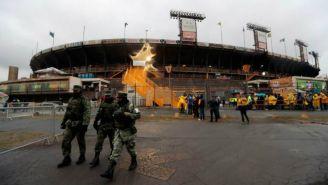 Aficionados ingresan al Estadio Universitario previo al juego de Ida