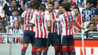 Chivas festeja gol de Jair Pereira frente a Monterrey en el A2017