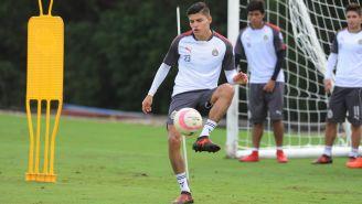 Ronaldo Cisneros entrena con Chivas en Cancún