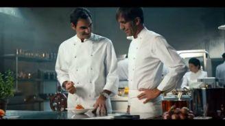 Roger Federer muestra sus habilidades en la cocina en un comercial