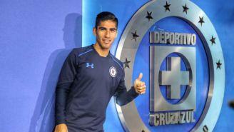 José Madueña posa en la instalaciones de Cruz Azul