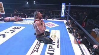 Kenny Omega festeja con el título de EU IWGP