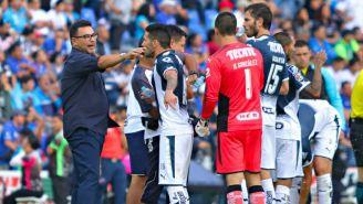 Antonio Mohamed da indicaciones a sus jugadores en un duelo del A2017