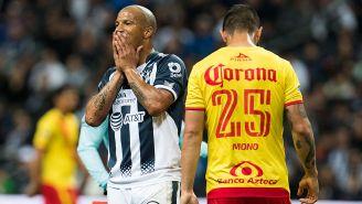 Carlos Sánchez lamenta una falla de Rayados