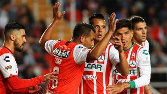 Mario de Luna busca librarse de la marca y marcar un gol