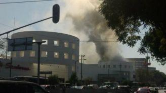 Columna de humo en Plaza Universidad