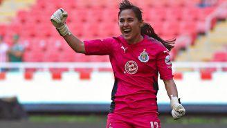 Blanca Félix festeja gol de Chivas contra Monterrey