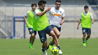 Luis Quintana y Pablo Barrera, durante un entrenamiento con Pumas