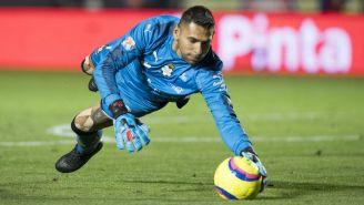 Orozco ataja un remate de Tigres