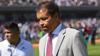 Profe Cruz camina desilusionado al vestidor tras la derrota de Atlas frente a Pumas