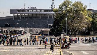 Fila en las afueras del Olímpico Universitario para comprar boletos