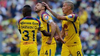 Oribe, Uribe y Darwin celebran un gol con el América