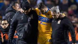 Gignac al salir de cambio en el partido contra Santos