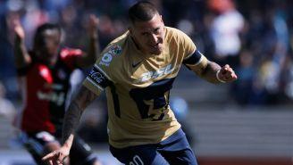 Nico Castillo celebra un gol frente a Atlas