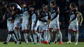 Los jugadores de la BUAP, festejando un gol contra Pumas