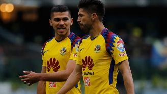 Peralta y Martín conversan en un juego del América