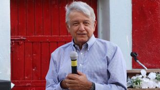 López Obrador en un acto de precampaña