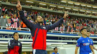 Jair Pereira extiende sus brazos al cielo en el encuentro frente a Cruz Azul