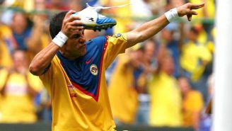 Blanco, festejando un gol contra los Pumas en el Azteca