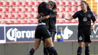 Chivas Femenil en festejo tras marcar gol frente a Necaxa