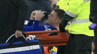 McCarthy sale en camilla después de la fractura