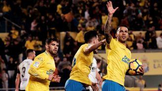 Jonathan Viera festeja su gol contra el Valencia