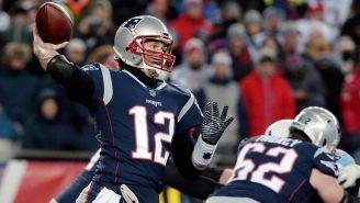 Tom Brady a punto de lanzar un pase en un juego de Patriots