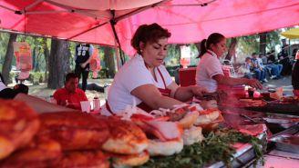 Negocio Tacos 'La Güera' afuera del Olímpico Universitario