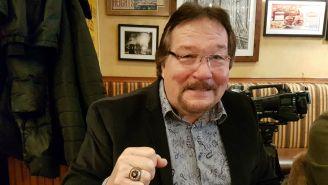 Ted DiBiase sonríe para la foto en entrevista de RÉCORD