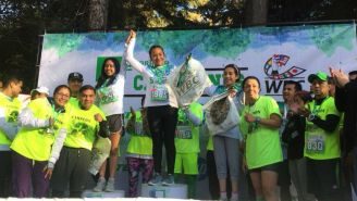 Guadalupe Martínez festeja al ganar la carrera del CMB