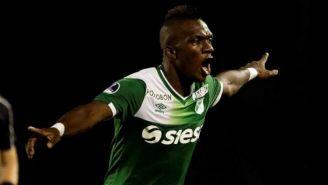 Miguel Ángel Murillo festeja un gol con la playera del Deportivo Cali