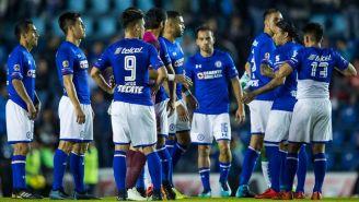 Jugadores de Cruz Azul se lamentan tras el empate contra La Fiera