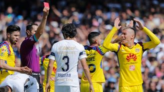 Momento en que Uribe es expulsado contra Pumas