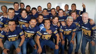 Exjugadores de Pumas se toman la foto del recuerdo en CU