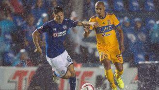 Faurlín disputa el balón en juego contra Tigres