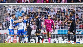 Jugadores de Puebla celebran una anotación